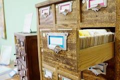 Tarjetas de catálogo en biblioteca Fotos de archivo
