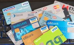 Tarjetas de crédito dispersadas Fotos de archivo