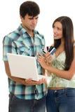 Tarjetas de crédito en línea de las compras fotografía de archivo libre de regalías