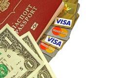 Tarjetas de crédito en pasaporte y dólares en el fondo blanco fotografía de archivo libre de regalías