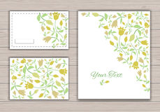 Tarjetas de felicitación con las flores Imágenes de archivo libres de regalías
