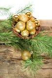 Tarjetas de Navidad con las bolas brillantes de oro Foto de archivo libre de regalías