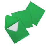 Tarjetas de Navidad y sobres verdes, aislados sobre blanco Foto de archivo