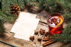Tarjetas de papel en blanco con la Navidad decorativa fotos de archivo