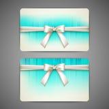 Tarjetas de regalo con los arcos y las cintas del blanco Imagen de archivo