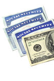 Tarjetas de Seguridad Social y dinero del efectivo Imagen de archivo