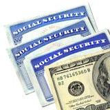 Tarjetas de Seguridad Social y dinero del efectivo Foto de archivo libre de regalías
