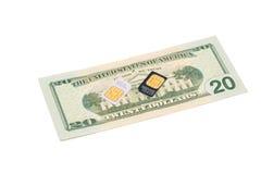 Tarjetas de SIM para los teléfonos móviles en cuenta de dólar Fotografía de archivo libre de regalías