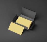 Tarjetas de visita beige en la caja gris Fotografía de archivo libre de regalías