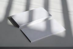 Tarjetas de visita en blanco Fotos de archivo libres de regalías