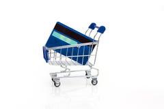 Tarjetas del carro de la compra y de crédito Fotografía de archivo libre de regalías