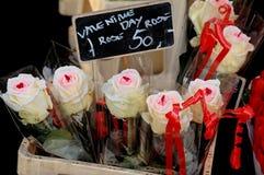 TARJETAS DEL DÍA DE SAN VALENTÍN DAY_ROSES PARA LA VENTA Foto de archivo libre de regalías