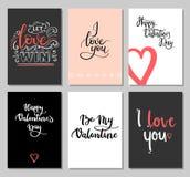 Tarjetas del día de tarjetas del día de San Valentín con la inscripción moderna de la caligrafía Sistema de tarjetas de felicitac Fotografía de archivo libre de regalías