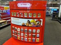 Tarjetas del eShop de Nintendo, juegos y exhibición de DLC Imágenes de archivo libres de regalías