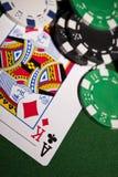 Tarjetas del póker en fondo verde Fotos de archivo libres de regalías