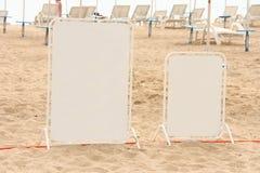 Tarjetas en la playa Imagen de archivo libre de regalías