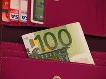 100 tarjetas euro de la cuenta y de crédito Fotografía de archivo