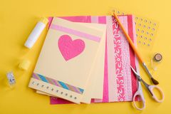 Tarjetas hechas a mano hermosas del día de tarjeta del día de San Valentín fotografía de archivo libre de regalías