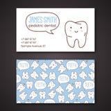 Tarjetas médicas del negocio o de visita para el dentista ilustración del vector