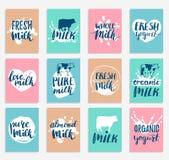 Tarjetas o etiquetas dibujadas mano de la leche del vector Muestras fijadas para la producción de lechería Marca la colección con libre illustration