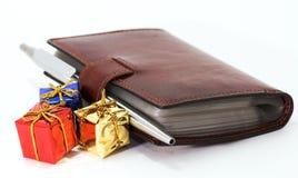 Tarjetas, pluma y regalos de visita Imagen de archivo libre de regalías