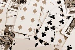 Tarjetas que juegan dispersadas Fotos de archivo libres de regalías