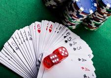 Tarjetas que juegan en casino Fotos de archivo libres de regalías