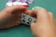 Tarjetas que juegan en manos Foto de archivo libre de regalías