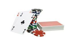 Tarjetas que juegan y virutas del póker Foto de archivo libre de regalías