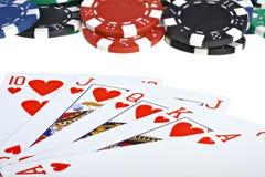 Tarjetas que juegan y virutas del póker Fotos de archivo