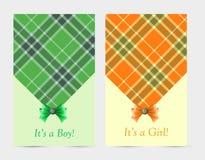 Tarjetas verdes y anaranjadas del bebé de la invitación con el arco Fotos de archivo