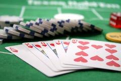 Tarjetas y virutas del póker Foto de archivo libre de regalías