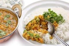 Tarka Dal, Curry der roten Linsen, indischer Teller Stockbilder