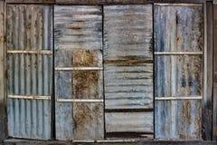 Tarnished двери металлического листа стоковое фото