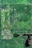 Tarnished зеленым цветом дверь металла стоковые фотографии rf