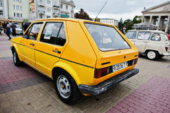 Tarnopol Ukraina, Październik, - 09, 2016: Klasyczny retro samochodowy kolor żółty V Obrazy Stock