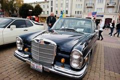 Tarnopol Ukraina, Październik, - 09, 2016: Klasyczny retro samochodowy Mercedez Obraz Stock