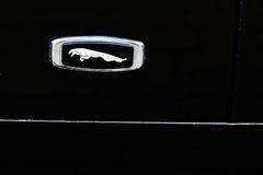 Tarnopol Ukraina, Październik, - 09, 2016: Logo klasyczny samochodowy Jaguar Obraz Stock