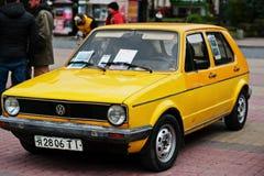 Tarnopol, Ukraine - 9. Oktober 2016: Klassisches Retro- Autogelb V Stockbilder