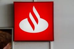 Tarnowskie sanglant, Pologne - 14/04/2019 - banque de Santander de logo photos stock