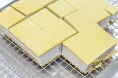 Taro Chiffon Cake med Taro Thai Custard arkivbilder