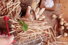 Taro e bastone freschi del taro con sale Fotografie Stock Libere da Diritti