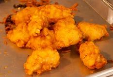 Taro fritto nel grasso bollente fotografie stock