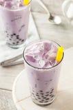 Taro Milk Bubble Tea hecho en casa con tapioca Imágenes de archivo libres de regalías