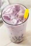 Taro Milk Bubble Tea hecho en casa con tapioca Fotografía de archivo libre de regalías