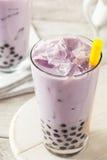 Taro Milk Bubble Tea hecho en casa con tapioca Imagen de archivo libre de regalías