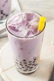 Taro Milk Bubble Tea hecho en casa con tapioca Fotos de archivo libres de regalías
