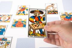 Tarocchi di tiraggio: Il mago Fotografia Stock