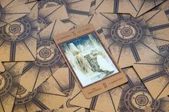 Tarokkort kejsarinnan Labirinth tarokdäck esoterisk bakgrund Arkivbild