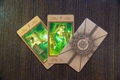 Tarokkort på trät Labirinth tarokdäck esoterisk bakgrund Royaltyfria Foton
